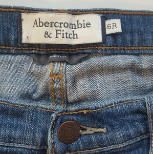 Abercrombie & fitch size 6R stretchy blue jean
